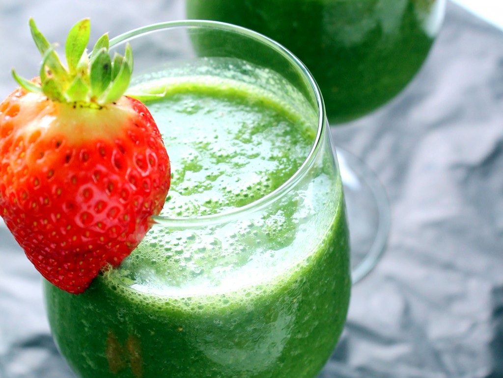 Kale Pineapple Coconut Detox Smoothie